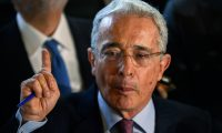 (FILES) In this file photo taken on July 30, 2018, former Colombian president (2002-2010) and senator Alvaro Uribe Velez, answers questions during a press conference at his residence in Rionegro, Antioquia department, Colombia on July 30, 2018. - Former President Alvaro Uribe, tested positive for the COVID-19 coronavirus a day after the Supreme Court of Justice ordered his house arrest, the press service of his party, the Centro Democratico (Democratic Center), reported on August 5, 2020. (Photo by JOAQUIN SARMIENTO / AFP)