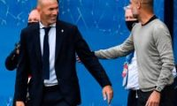 Real Madrid's French coach Zinedine Zidane (L) and Manchester City's Spanish manager Pep Guardiola (R) shake hands prior to the UEFA Champions League round of 16 second leg football match between Manchester City and Real Madrid at the Etihad Stadium in Manchester, north west England on August 7, 2020. (Photo by PETER POWELL / POOL / AFP)
