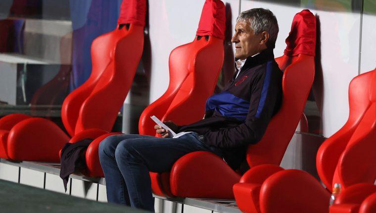 Quique Setien está pendiente de conocer su futuro al frente del Barcelona, después de una temporada para el olvido. (Foto Prensa Libre: AFP).