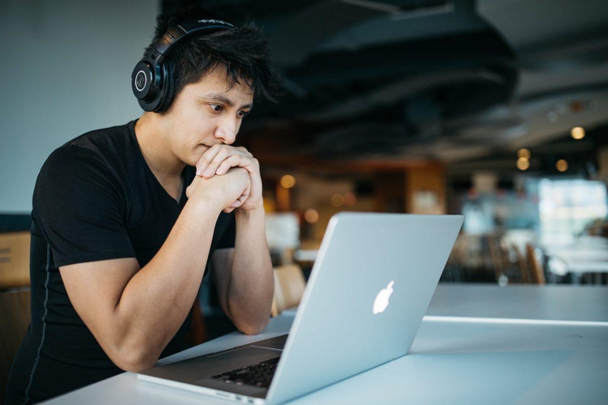 Cómo evitar el ruido exterior y qué tipo de audífonos utilizar