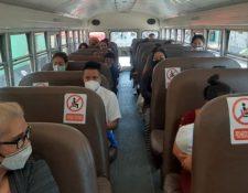 En Chinautla ha comenzado la reactivación del transporte de pasajeros. (Foto Prensa Libre: Andrea Domínguez)