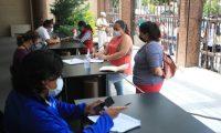 Personas acuden al mIDES con el fin de inscribirse al bono de familia ya que este d'a finalizan las inscripciones.  foto Carlos Hern‡ndez 30/06/2020