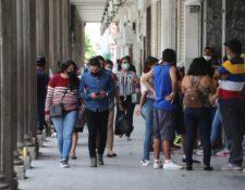 A criterio de médicos en los últimos días los guatemaltecos han decaído en las medidas de prevención. Fotografía: Prensa Libre (Érick Ávila).