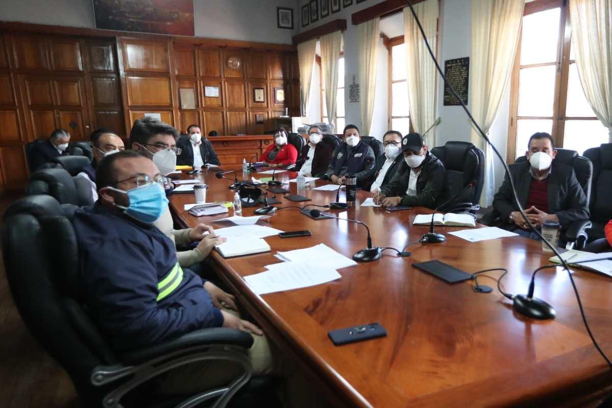 Mejores ingresos para concejales y alcalde de Xela: corporación municipal incrementa el número de sesiones durante la pandemia
