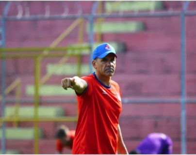 El preparador físico Ezequiel Barril deja al Club Social y Deportivo Municipal.  (Foto Prensa Libre: Hemeroteca PL)