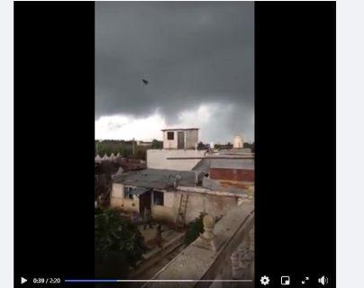 Pobladores de varios sectores de Patzún, Chimaltenango, fueron sorprendidos por un ventarrón.