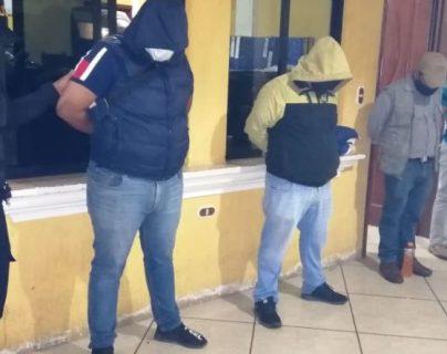 Capturan a 26 personas que participaban en una fiesta clandestina en Huehuetenango. (Foto Prensa Libre: PNC)