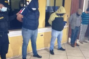 Capturan a 26 personas en un autohotel de Huehuetenango en el que tenían una fiesta clandestina