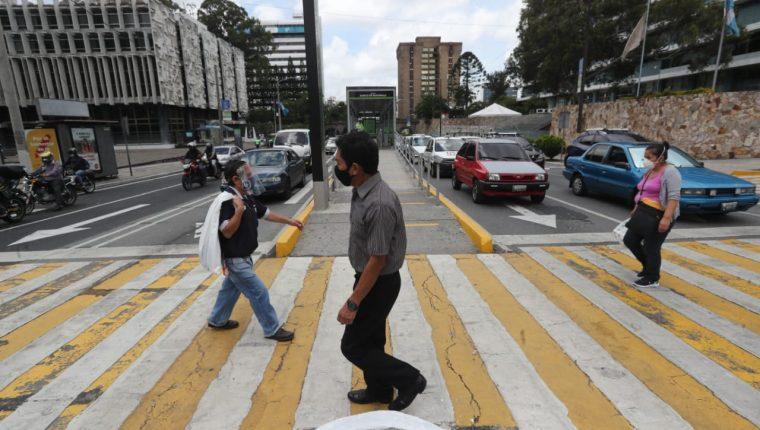 El horario de dependencias del Ejecutivo seguirá de 7 a 15 horas durante seis meses más. (Foto Prensa Libre: HemerotecaPL)