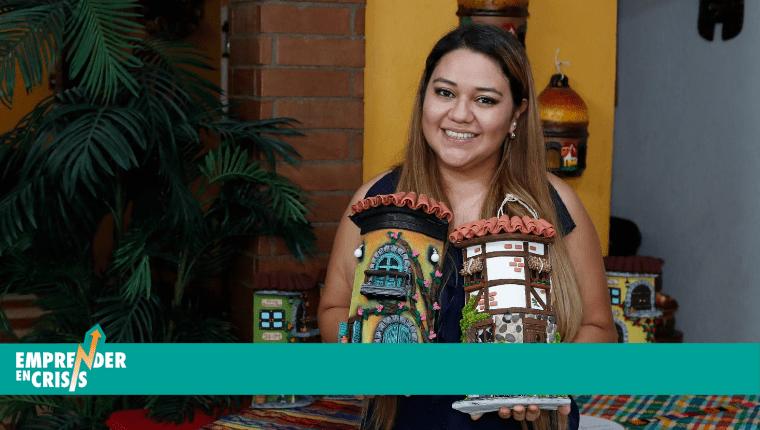 """Keyla Guerra arrancó su emprendimiento llamado """"Artesanías Guerra"""" con unos ahorros que tenía y empezó a elaborar tejas de barro personalizadas. Foto Prensa Libre: Esbin García"""