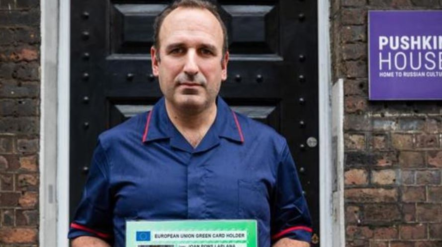 Coronavirus: enfermero español que probó la vacuna de Oxford dice que estará disponible el 3 de noviembre