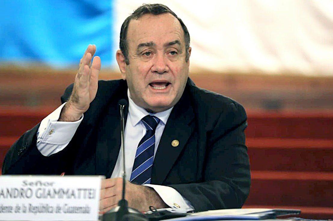 Alejandro Giammattei critica a seis gobiernos anteriores por tramo inconcluso en Escuintla