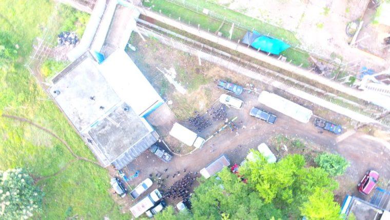 La PNC utilizó helicópteros en el operativo en la cárcel de El Infiernito, en Escuintla. (Foto Prensa Libre: PNC)