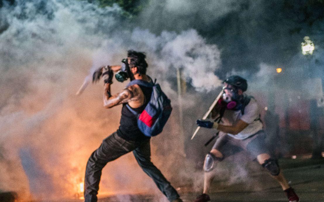 Imágenes: enfrentamientos en las protestas por un nuevo caso de hombre afroamericano  baleado por la Policía