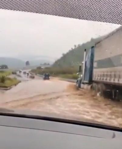 Vídeos: reportan nueva inundación en el Libramiento de Chimaltenango