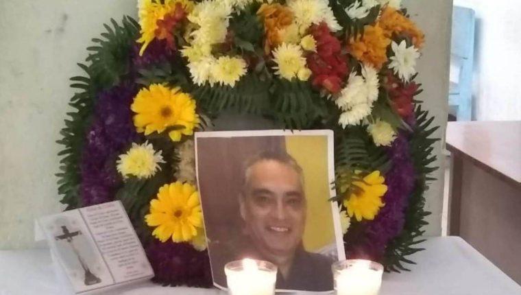Los trabajadores del Hospital Rodolfo Robles llevó a cabo un altar del médico para recordarlo. (Foto Prensa Libre: Cortesía personal del hospital)