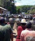 En algunos municipios se han registrado incidentes por la decisión de autoridades locales de restringir el paso por la pandemia del coronavirus. (Foto Prensa Libre: Hemeroteca PL)