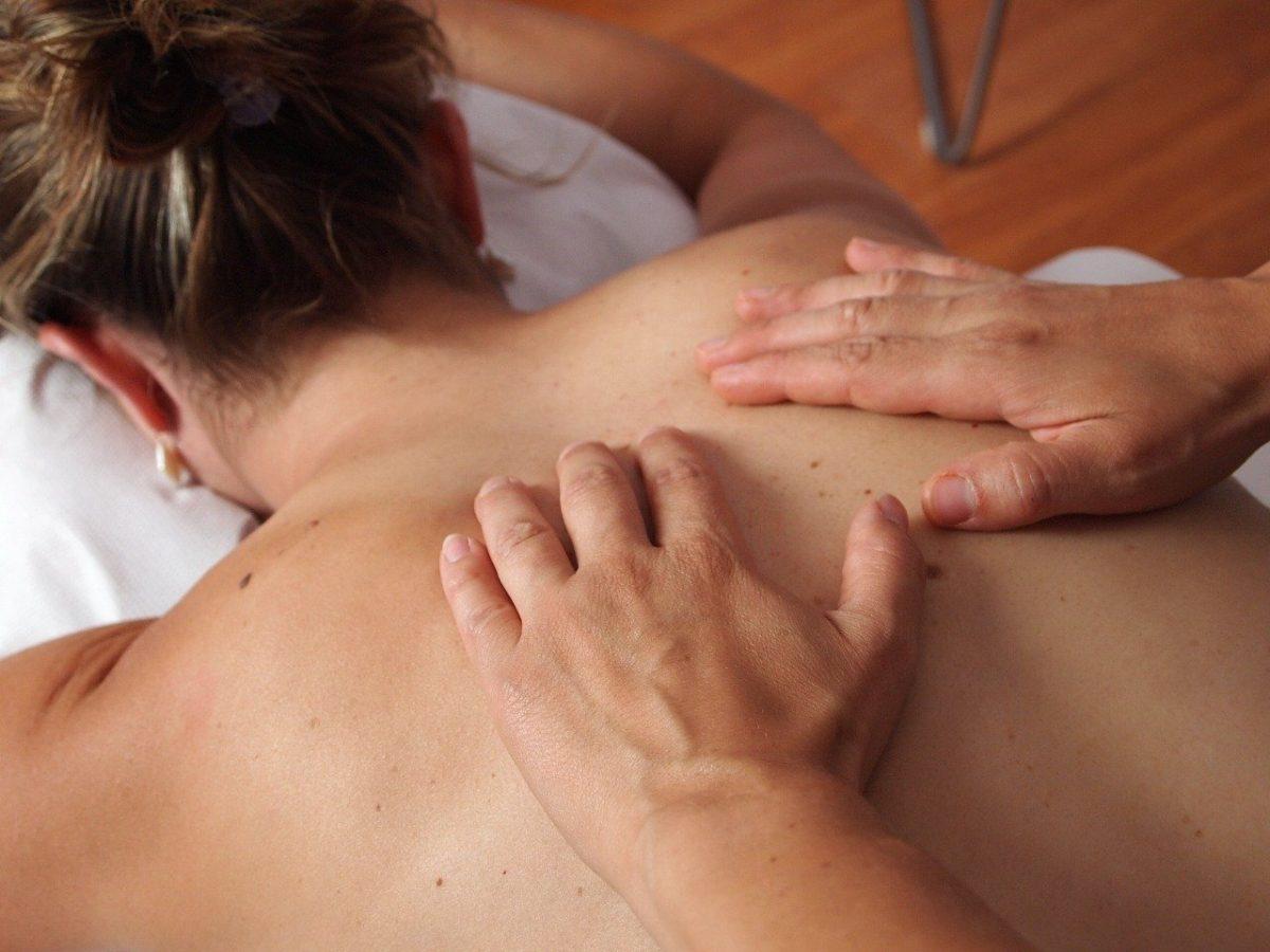Masajes relajantes que puede hacerse uno mismo para aliviar el estrés