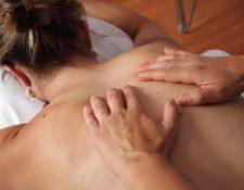 Los masajes además del objetivo principal de liberar la tensión muscular, promueven la circulación de la sangre. (Foto Prensa Libre: Pixabay).
