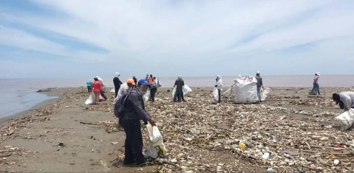 Plástico, aluminio y duroport son parte de las 60 toneladas de desechos extraídas del río Motagua