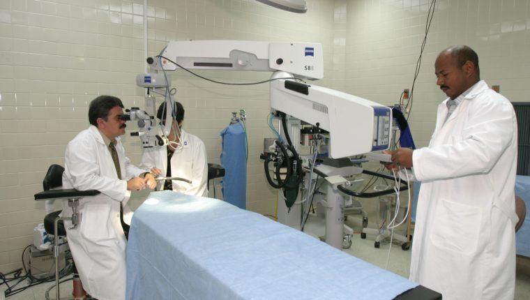Desde 1998 médicos cubanos brindan servicios de salud en áreas rurales guatemaltecas. (Foto Prensa Libre: Hemeroteca PL)