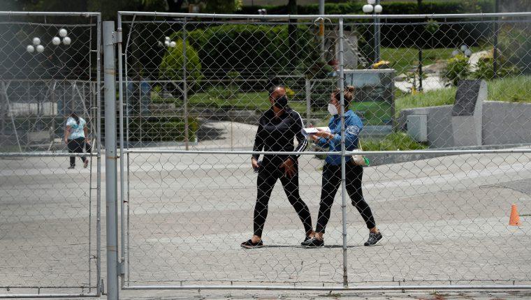 Ingreso al Parque de la Industria donde se atiende a pacientes con coronavirus. (Foto Prensa Libre: Hemeroteca PL)