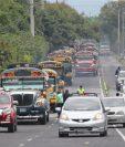 El semáforo de alertas covid-19 permite el transporte público de pasajeros, pero con capacidad limitada de por lo menos 50%. (Foto Prensa Libre: Hemeroteca PL)