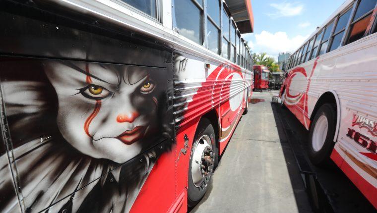 Los transportistas temen que al momento de darse la reanudación del servicio sea atacados por grupos criminales que piden el pago de extorsiones. Fotografía: Prensa Libre (Erick Avila)