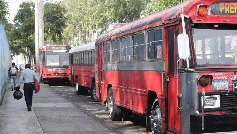 Autobuseros desisten de protesta y anuncian diálogo