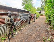 Los estados de Excepción siempre contemplan el apoyo del Ejército para el control de los territorios bajo la medida. (Foto Prensa Libre: Hemeroteca PL)