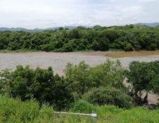 El Río Motagua arrastra gran cantidad de desechos en la época de lluvia. (Foto Prensa Libre: Costesía)