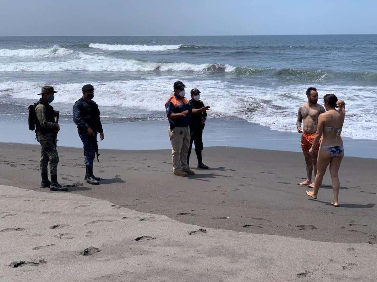 Personas insisten en viajar a playas y centros de recreación sin respetar el distanciamiento social