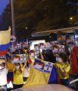 Simpatizantes de Uribe se manifiestan este martes en Medellín, en contra de la decisión de la Corte Suprema. (Foto Prensa Libre: EFE)