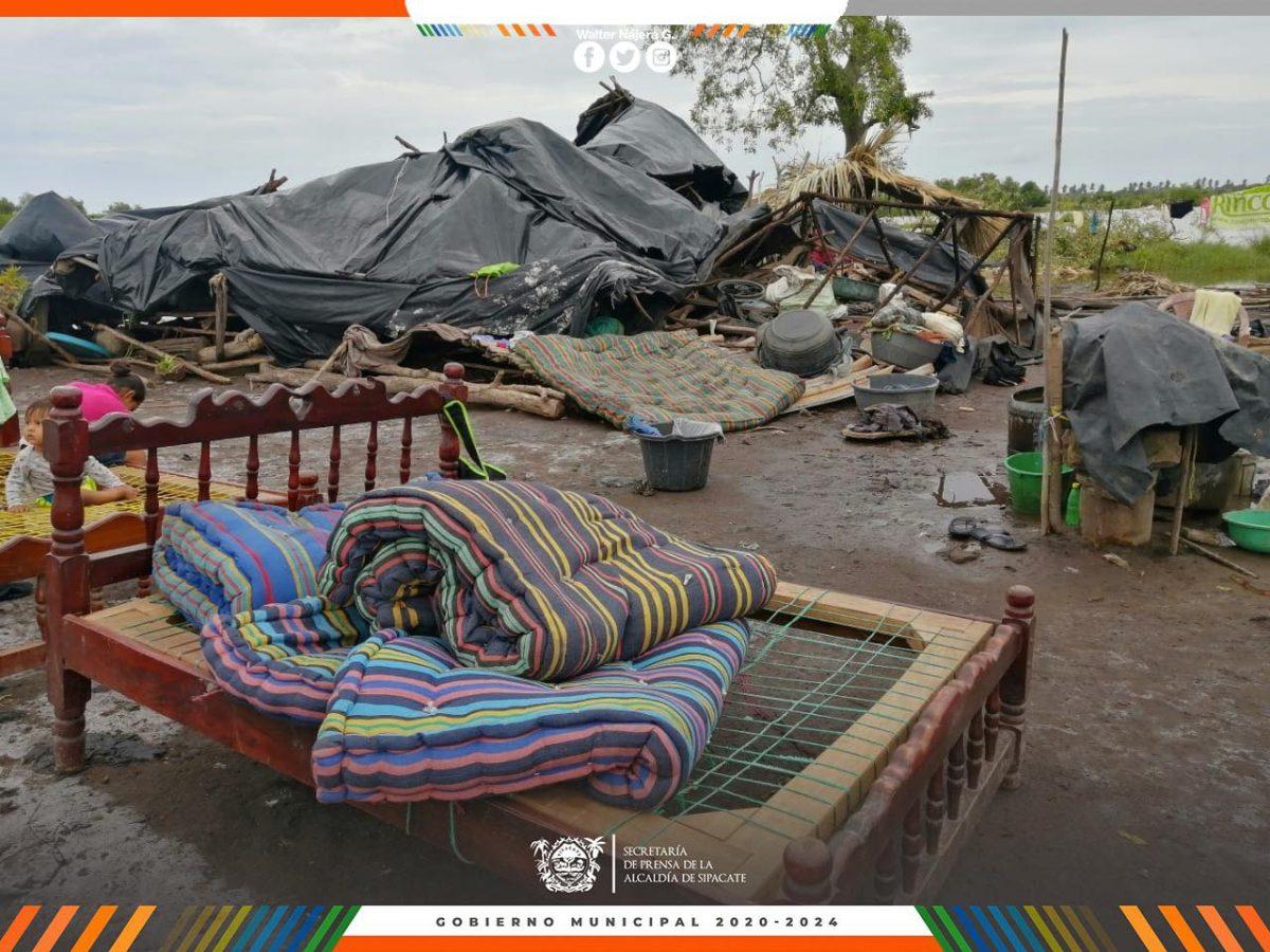 Reportan 500 familias damnificadas en Sipacate y varios municipios sin electricidad