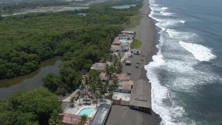 La municipalidad de Sipacate verifica que no haya gente en las playas mientra el municipio se mantiene en alerta naranja por contagios de covid. (Foto Prensa Libre: Municipalidad de Sipacate)