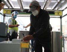 Se da una contraposición de realidades entre quienes salen a trabajar y el medio usado para el desplazamiento. (Foto Prensa Libre: Hemeroteca)
