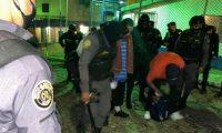 Agentes del SP trasladan a reos a distintas cárceles. (Foto Prensa Libre: Cortesía Presidencia)