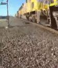 Momento en el tren estuvo a punto de arrollar a un hombre en California. (Foto Prensa Libre: Tomada del video de El País)
