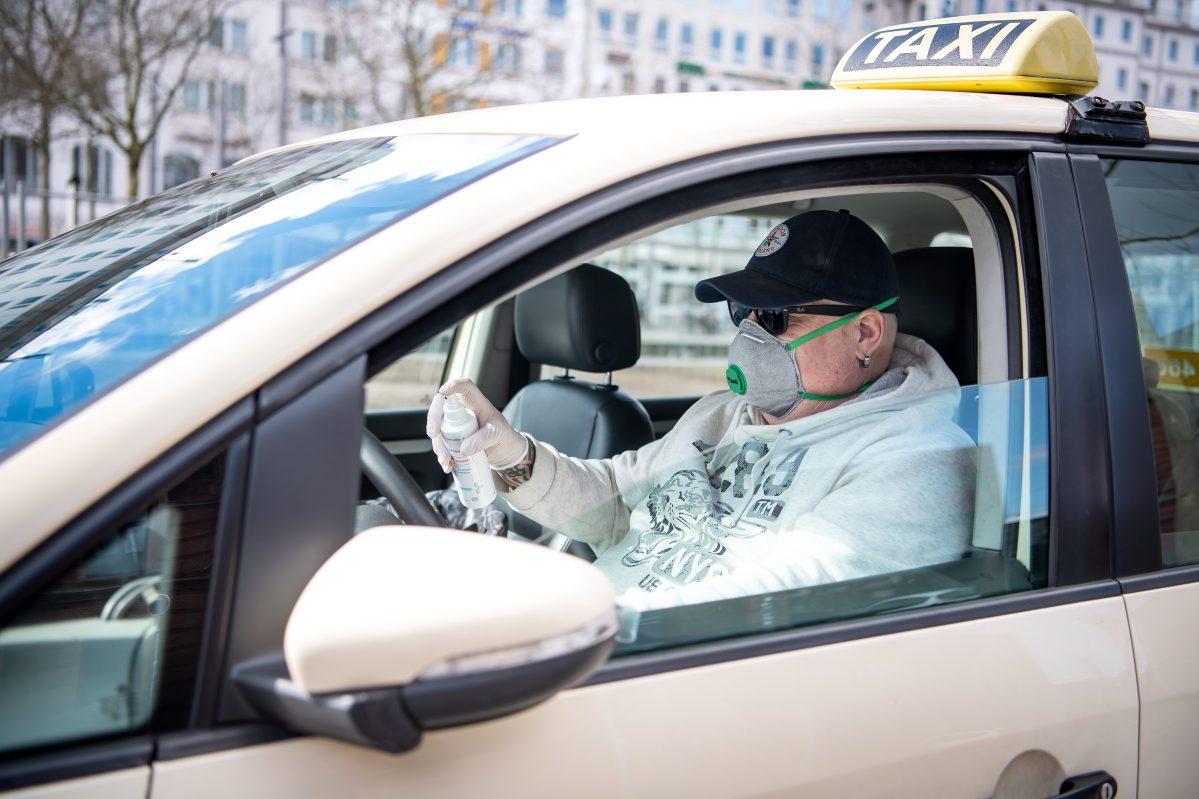 ¿Cómo comportarse si necesita usar un taxi?