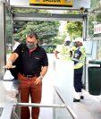 El uso de mascarilla es obligatorio para utilizar el servicio del Transmetro. (Foto Prensa Libre: Transmetro)