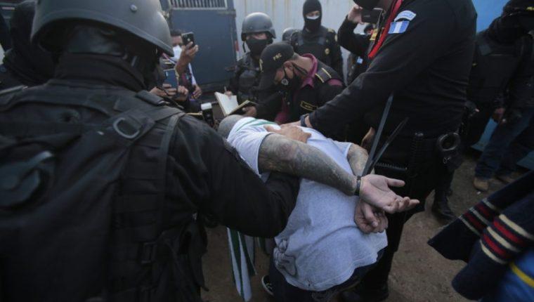 La Rueda del Barrio 18 junto a líderes importantes de la mara fueron trasladados de El Infierno al Preventivo de la zona 18. Foto Prensa Libre: Mingob.