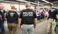 Cada año miles de migrantes son detenidos en Estados Unidos. (Foto Prensa Libre: AFP/ICE)