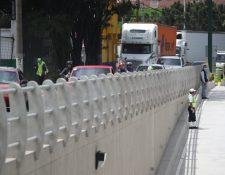 El viaducto El Zapote permitirá el paso de vehículos que se dirigen del Anillo Periférico hacia la zona 2 capitalina. (Foto Prensa Libre: Carlos H. Ovalle)
