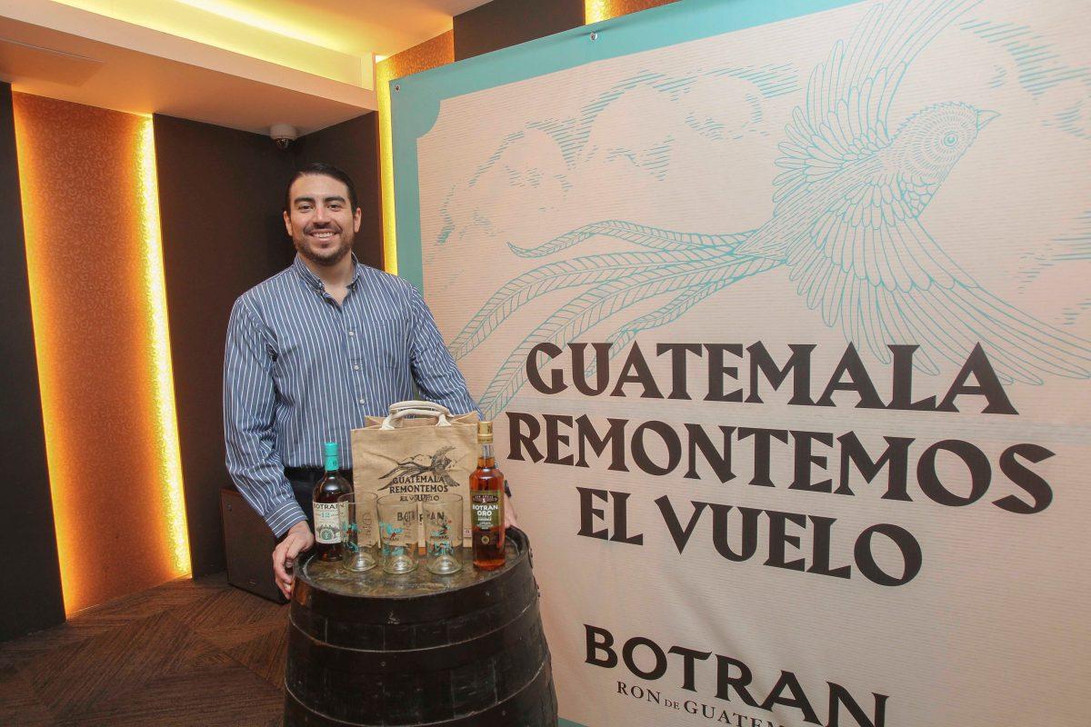 """Ron Botran lanza la campaña """"Remontemos el Vuelo"""" para conmemorar el mes patrio"""