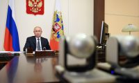 Nov0-ogariovo (Russian Federation), 11/08/2020.- Russian President Vladimir Putin receives a report of the Healthcare minister about registration of the tested and registered coronavirus vaccine, during a meeting with members of the government via teleconference call at Novo-Ogaryovo state residence, outside Moscow, Russia, 11 August 2020. Vladimir Putin said that one of his daughters has already passed vaccination with the new vaccine. (Lanzamiento de disco, Rusia, Moscú) EFE/EPA/ALEXEI NIKOLSKY / SPUTNIK / KREMLIN POOL MANDATORY CREDIT/SPUTNIK