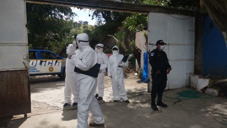 La Policía Nacional Civil y el Ministerio Público realizan operativos en un autohotel ubicado en la aldea Chimusinique, Huehuetenango. (Foto Prensa Libre: MP)