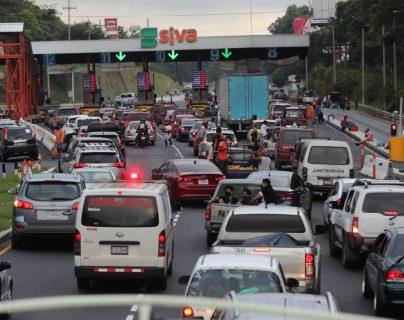 El flujo vehicular en el peaje a Palin-Escuintla se va recuperando a los números que habían antes de la pandemia. (Foto Prensa Libre: Erick Ávila)