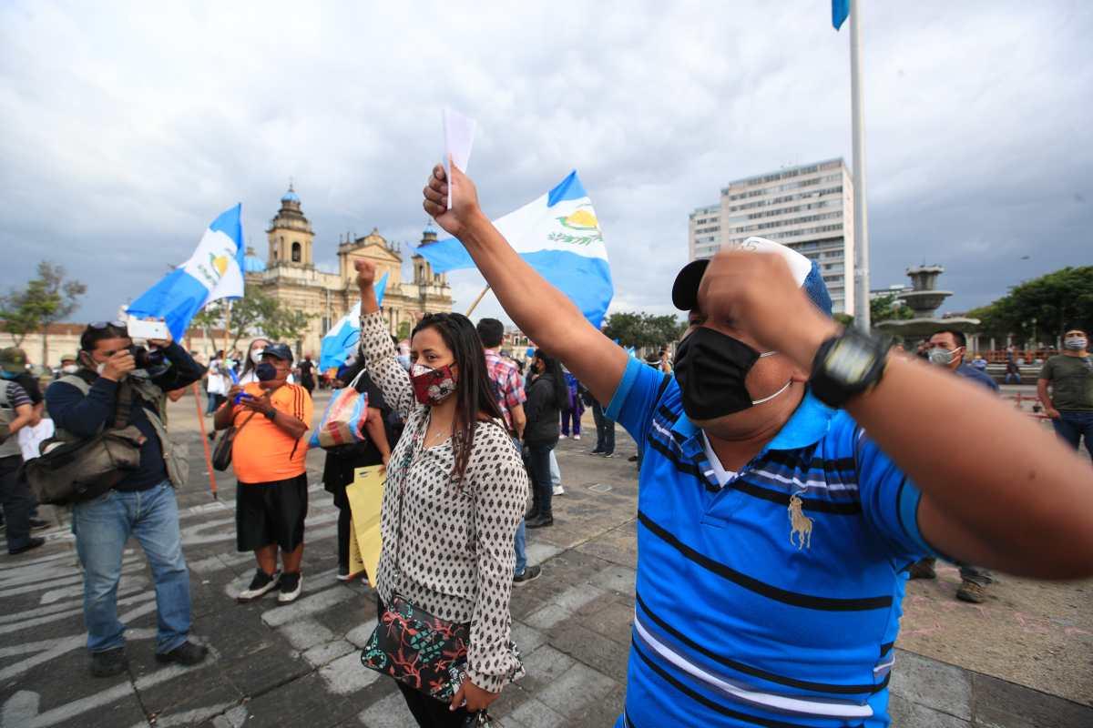 Manifestantes piden elección de magistrados y transparencia en el uso de recursos para la emergencia