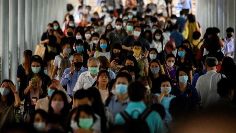 Una persona asintomática, un ambiente cerrado,  aglomeración de gente, es la combinación perfecta para que pueda darse un supercontagio de covid-19. (Foto Prensa Libre: AFP)
