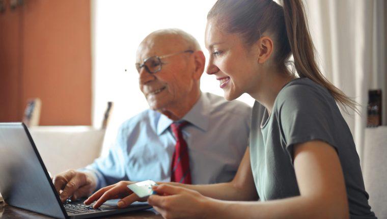 A cualquier edad es posible aprender nuevos conocimientos.   (Foto Prensa Libre:  Andrea Piacquadio en Pexels)